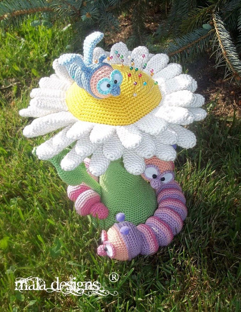 Gänseblümchen Mit Raupen Und Libelle Mala Designs